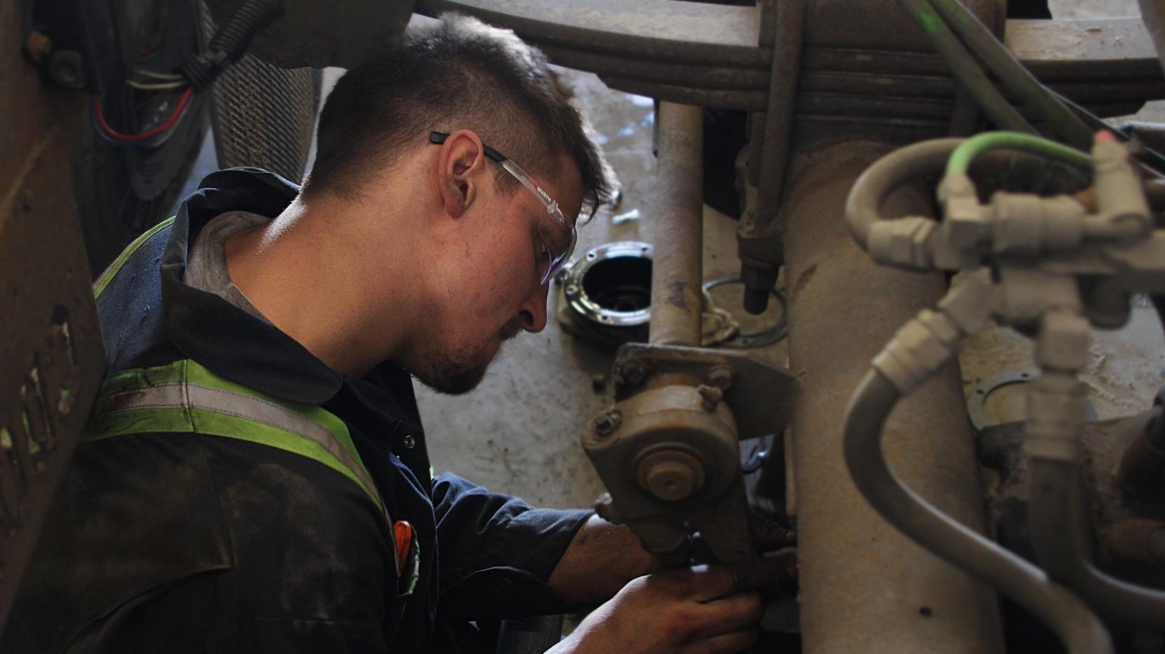 Bison Transport Heavy Duty Technician Photo